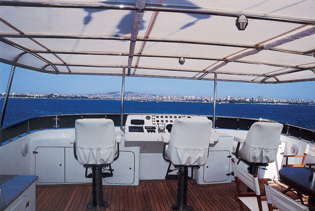 Classic Motor Yacht Tivoli Flybridge