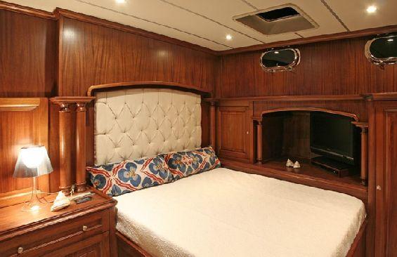 Classic Sailing Yacht Dea Delmare Cabin