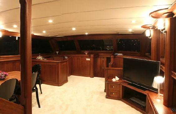 Classic Sailing Yacht Dea Delmare Saloon