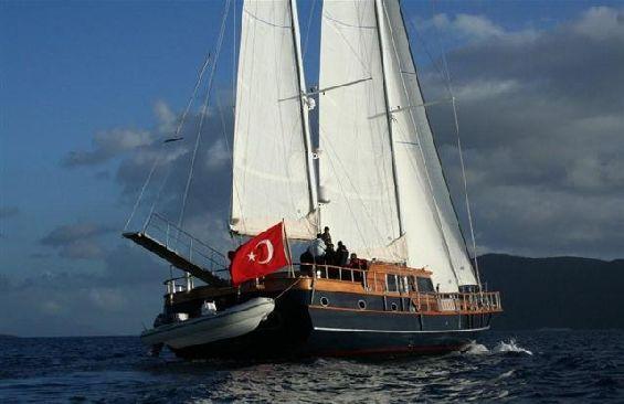 Classic Sailing Yacht Dea Delmare Stern