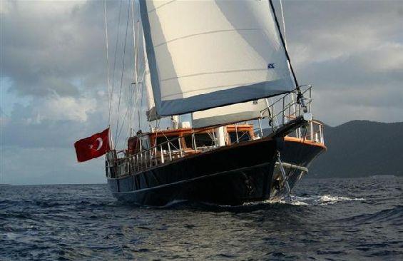 Classic Sailing Yacht Dea Delmare Under Sail