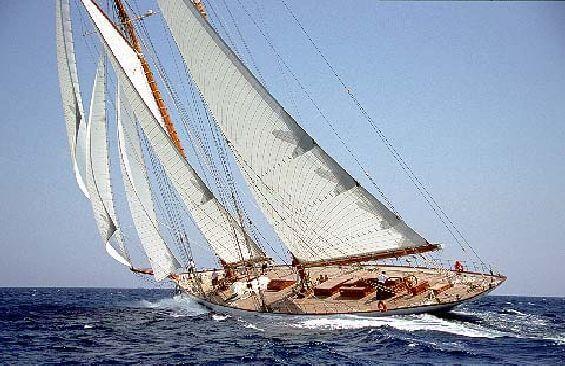 Classic Sailing Yacht Eleonora Cruising
