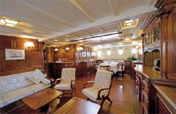 Classic Sailing Yacht Eleonora Saloon