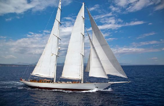 Classic Sailing Yacht Gweilo Profile