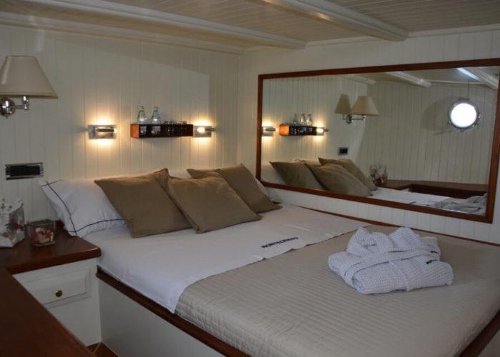 Classic Sailing Yacht Montecristo Cabin
