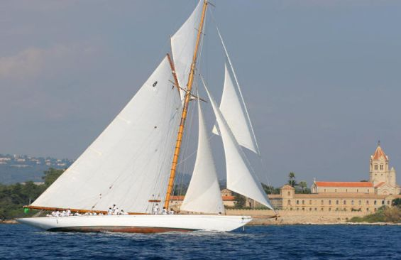 Classic Sailing Yacht Moonbeam IV Under Sail