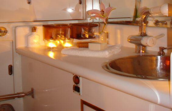 Classic Sailing Yacht Samarkand Bathroom