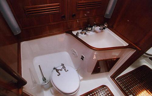 Classic Sailing Yacht Shaitan Bathroom