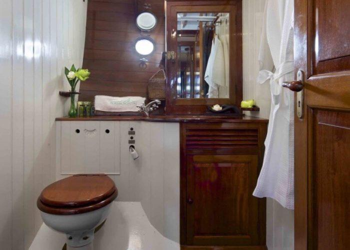 Classic Sailing Yacht Sunshine Bathroom