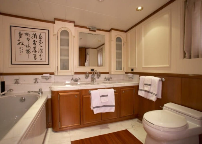 Expedition Vessel Seawolf Bathroom