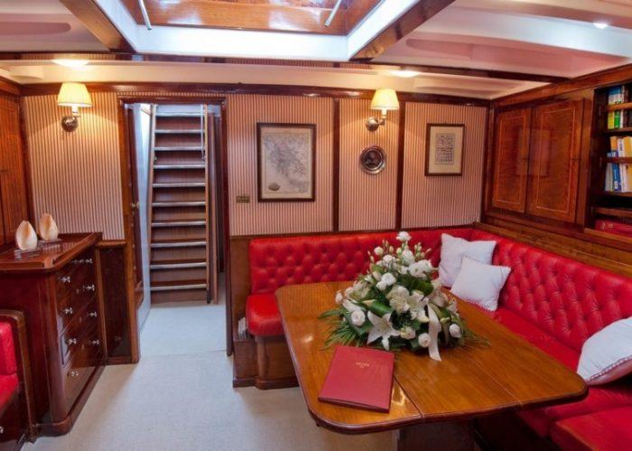 sailing yacht Orianda saloon
