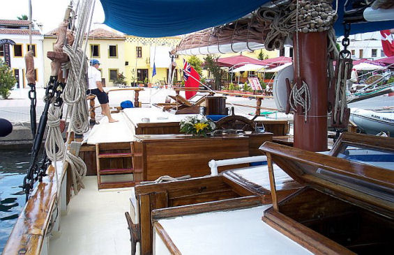 Tall Ship Rhea Deck 02