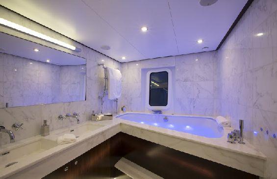 Classic Motor Yacht Sultana Bathroom