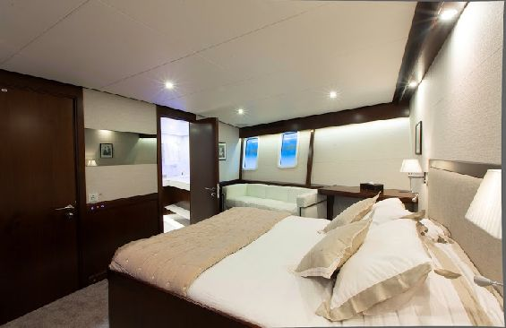 Classic Motor Yacht Sultana Double Cabin