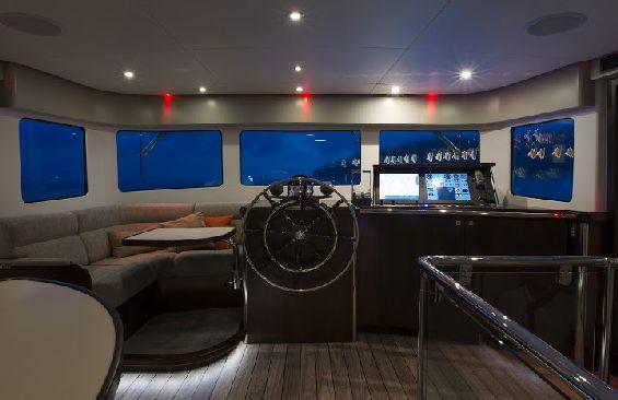 Classic Motor Yacht Sultana Wheelhouse