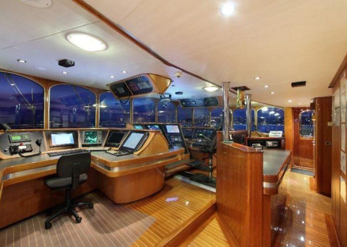 Classic Motor Yacht Sherakhan Bridge