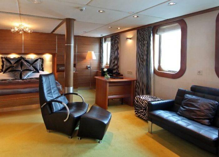 Classic Motor Yacht Sherakhan Double Cabin