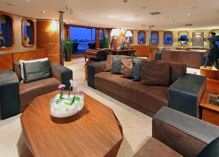 Classic Motor Yacht Sherakhan Saloon
