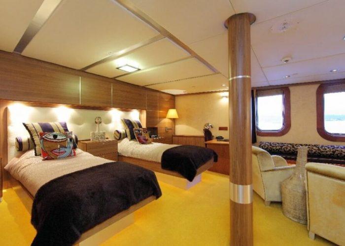 Classic Motor Yacht Sherakhan Twin Cabin