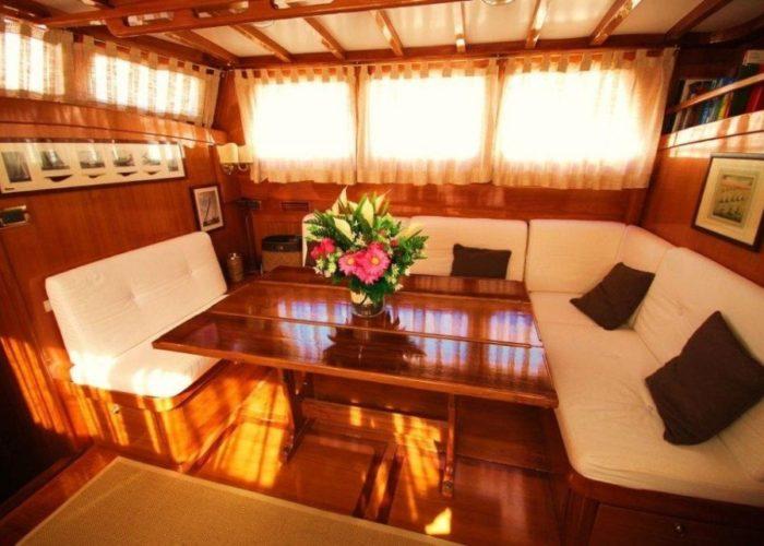 sailing yacht Paulena saloon