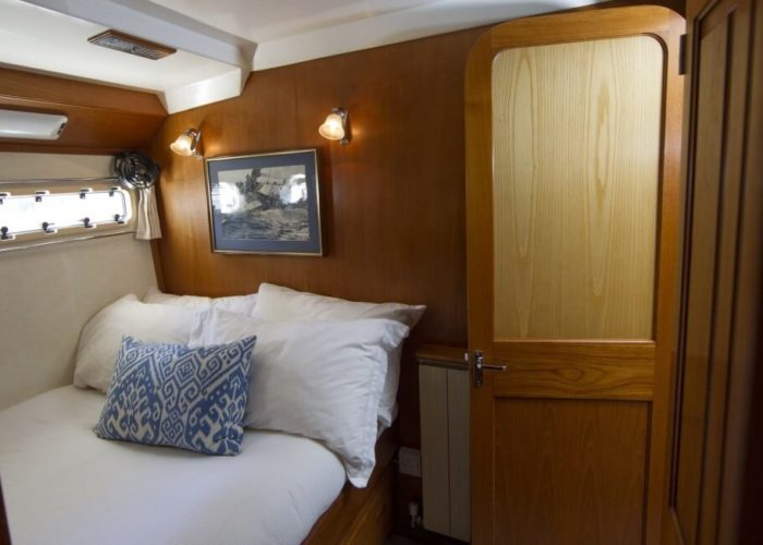 Classic Motor Yacht Rum Jungle Cabin