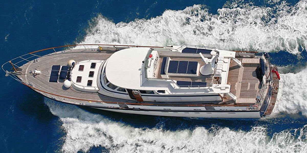Classic Motor Yacht Rum Jungle