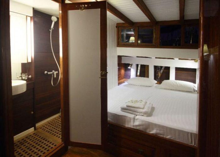 Classic Sailing Yacht Aventure Cabin