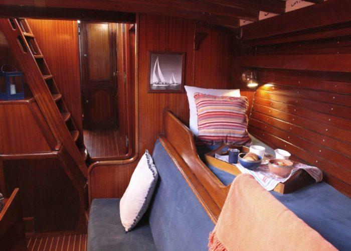 Classic sailing yacht Yanira cabin