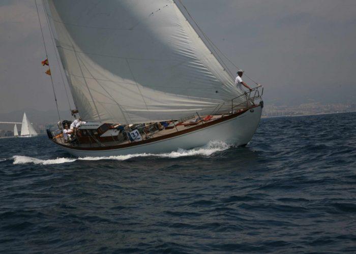Classic sailing yacht Yanira racing