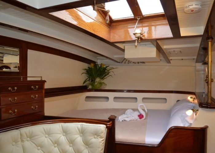 Classic Sailing Yacht Whitefin Double Cabin