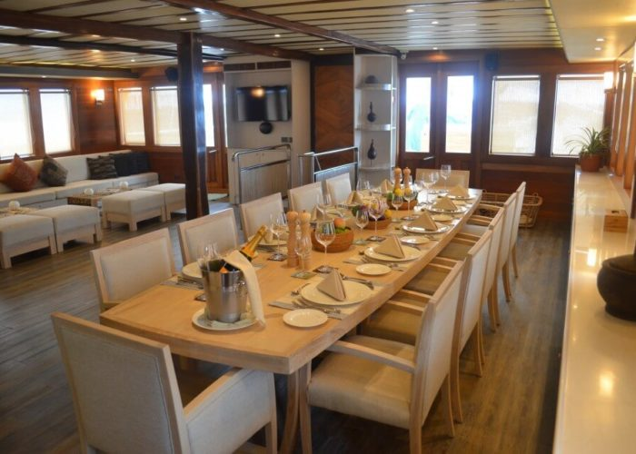 Classic Sailing Yacht Lamima Dining Table