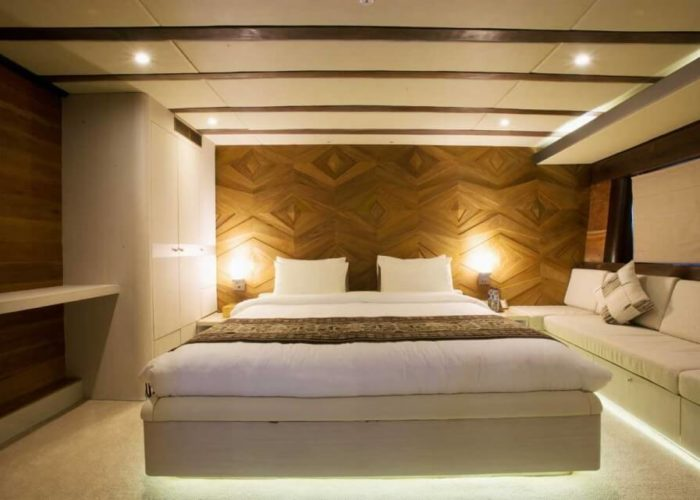 Classic Sailing Yacht Lamima Guest Room