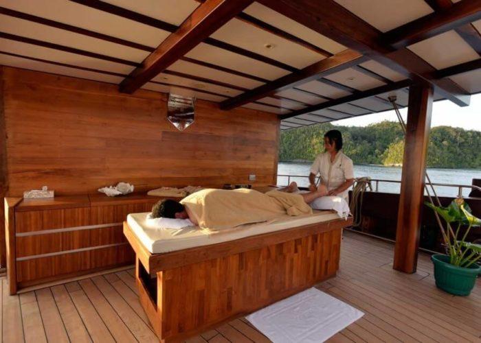 Classic Sailing Yacht Lamima Masseur