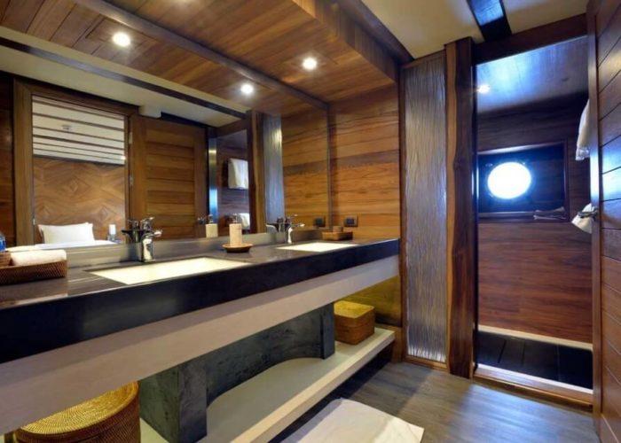 Classic Sailing Yacht Lamima Master Bathroom