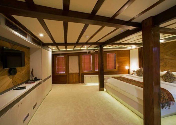 Classic Sailing Yacht Lamima Master Cabin