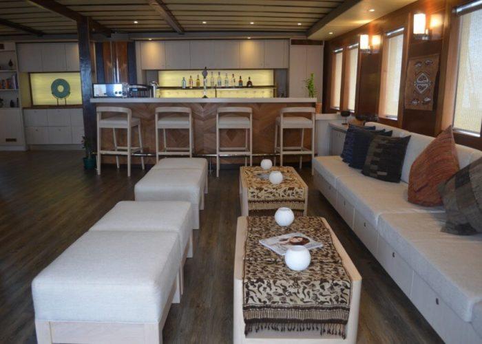 Classic Sailing Yacht Lamima Saloon