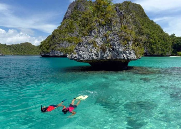 Classic Sailing Yacht Lamima Snorkeling