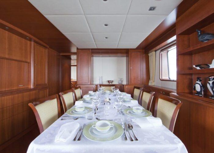 Classic Motor Yacht Cornelia Indoor Dining