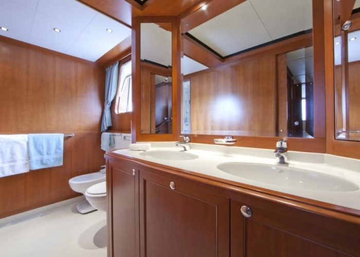 Classic Motor Yacht Cornelia Master Bathroom