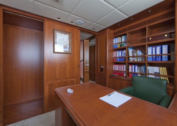 Classic Motor Yacht Cornelia Owners Office