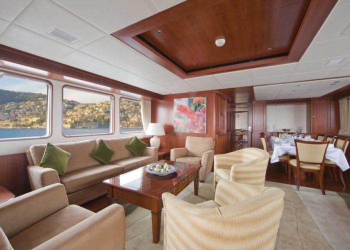 Classic Motor Yacht Cornelia Saloon