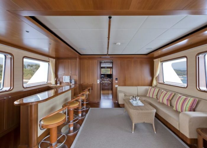 Classic Motor Yacht Cornelia Skylounge