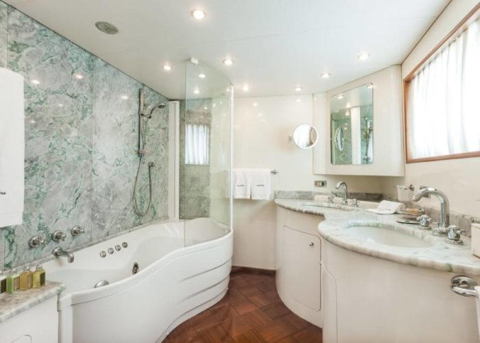 Classic Motor Yacht South Paw C Master Bathroom