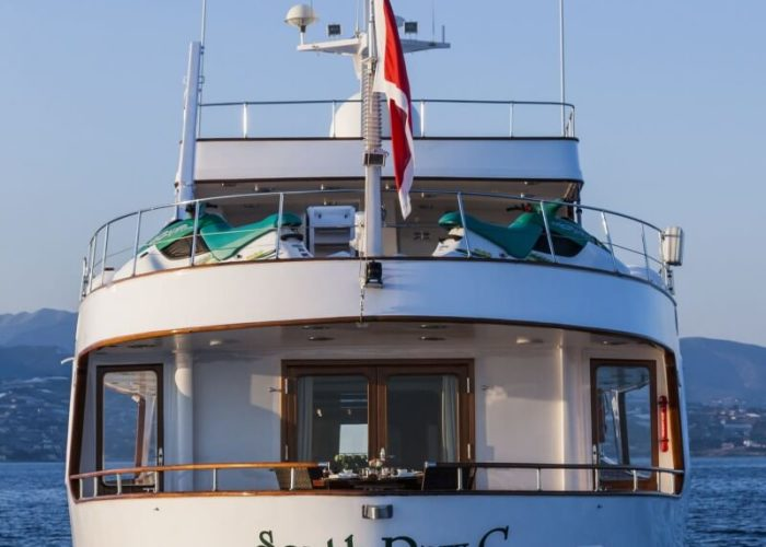 Classic Motor Yacht South Paw C Stern