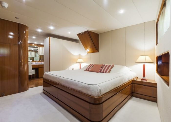 Classic Motor Yacht South Paw C VIP Cabin