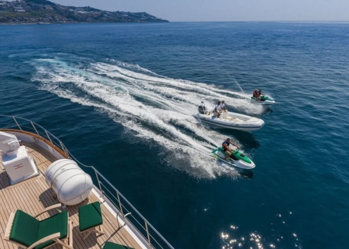 Classic Motor Yacht South Paw C Water Toys