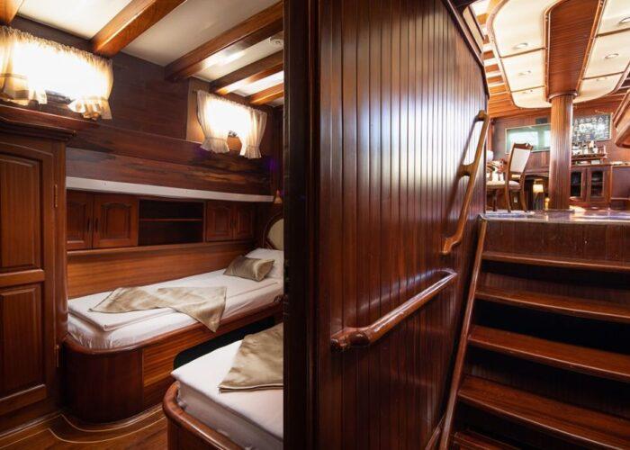 Hall way and twin cabin