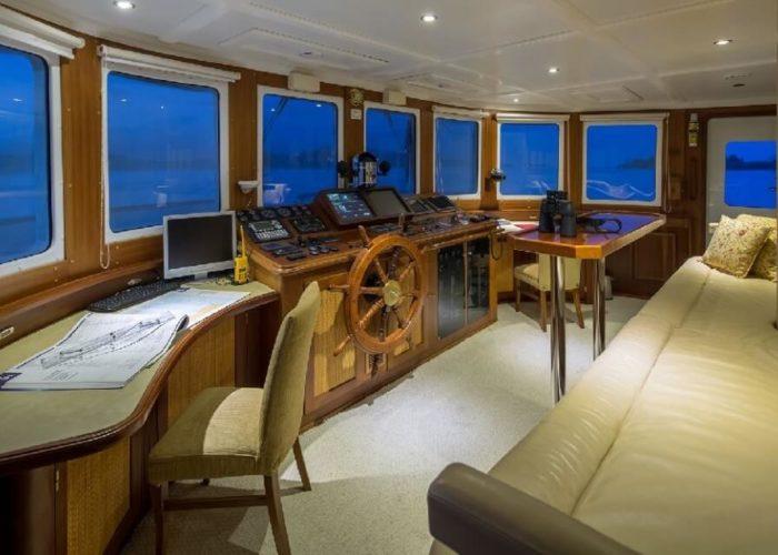 Classic Motor Yacht Donna Del Mare Bridge