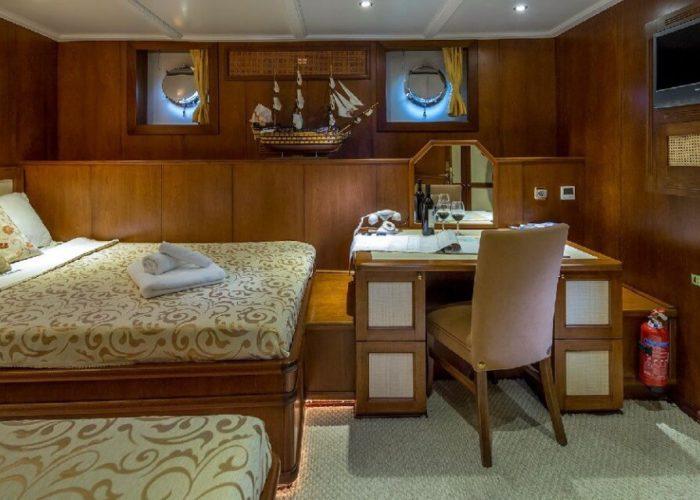 Classic Motor Yacht Donna Del Mare Double Single