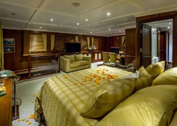 Classic Motor Yacht Donna Del Mare Master Suite